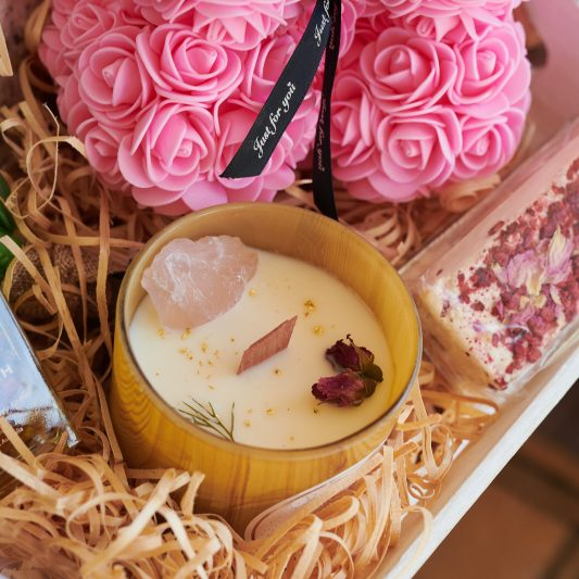 Forever Flowering Gift Hampers Close up LIFESTYLE 3